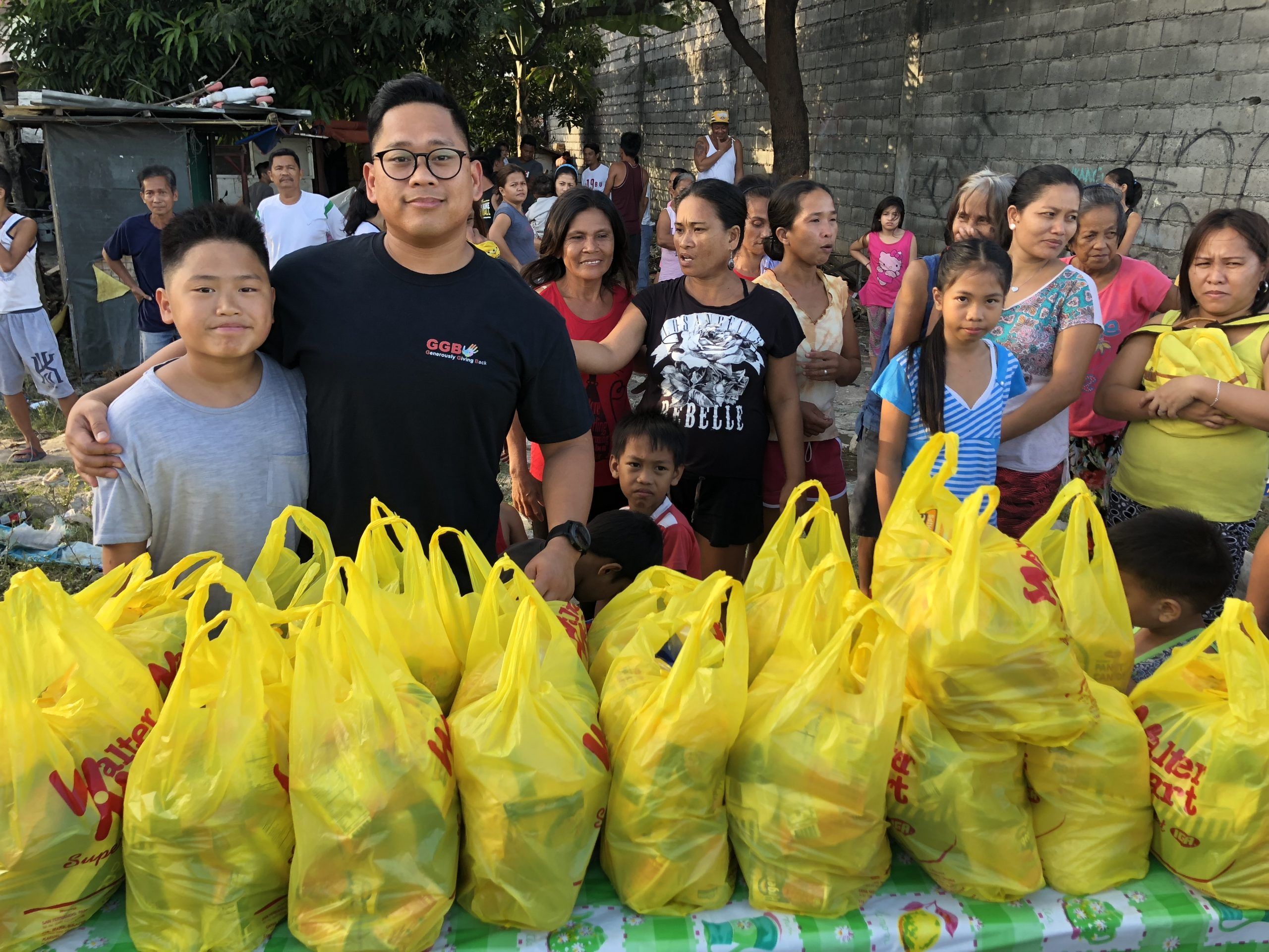 2018-02 Food hampers for poor families in Manila philippines